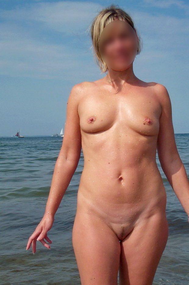 Les seins seins de la cougar qui baise