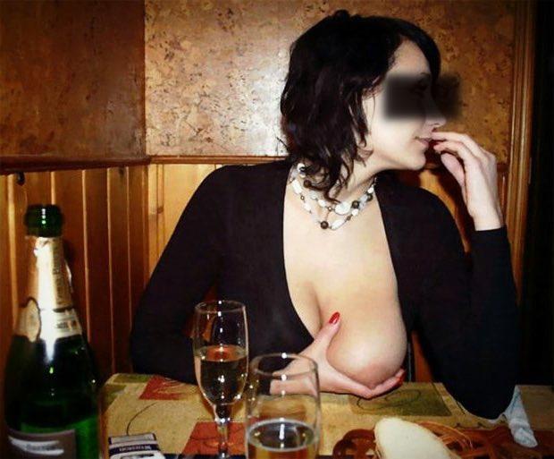 Elle m'exhibe ses gros seins de cougar
