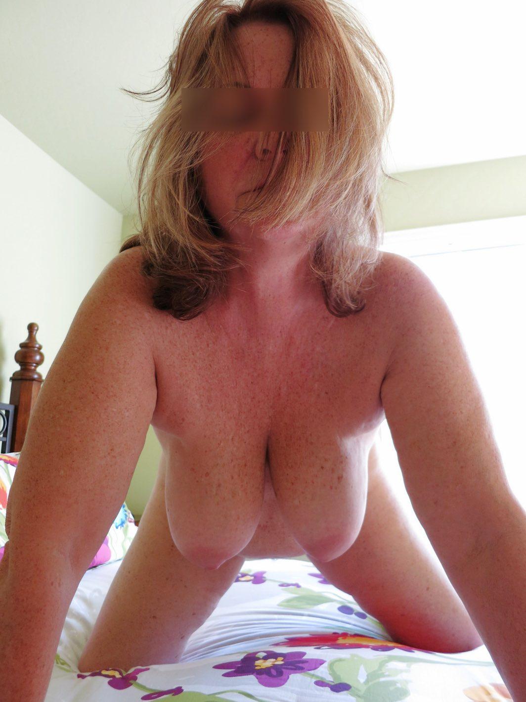 Adopte une cougar avec des gros seins comme Sylvie